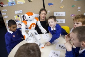 The robot NAO, working with autistic children at Topcliffe primary school, in Birmingham (UK). The robot is produced by French technology company, Aldebaran Robotics.  Photo (c) Ed Alcock 16/11/2012  Le NAO robot, qui travaille avec des enfants autistes à Topcliffe, un école primaire, à Birmingham (Royaume-Uni). Le robot est produit par la société de technologie française, Aldebaran Robotics.  Photo (c) Ed Alcock 16/11/2012  Reproduction rights: non-exclusive rights for internal and external use in publications by Aldebaran Robotics: press release, brochure AR, AR website. Duration: 1 year. Reproduction rights for advertising space in magazines: 1 year (U.S., Europe, Asia). Billboards and Sales Publicity in places of sale not included in this contract. All other rights reserved.  Droits de reproduction: Cession des droits non-exclusifs pour utilisation en interne et externe sur les supports papier et internet de Aldebaran Robotics: dossier de presse, brochure AR, website AR Durée des droits d'utilisation: 1 an. Droits de reproduction pour publicité dans magazines avec achat d'espace pendant 1 an (Etats-Unis, Europe, Asie). Hors affiches et PLV. Toutes reproductions non-mentionnée, sans l'accord au préalable de l'auteur est interdite.
